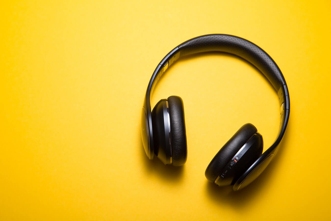 Which is more Comfortable Headphones or Earphones